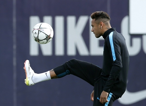 Football Soccer - Barcelona training - Champions League - Joan Gamper training camp - Barcelona, Spain - 4/4/16. Barcelona's Neymar plays with a ball during a training session.  REUTERS/Albert Gea